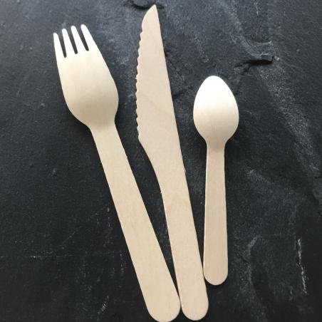 kit de couverts en bois recyclable et écologique est composé d'une fourchette, d'un couteau et d'une petite cuillère