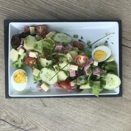 Pour les gourmands, notre salade du marché version grand format avec les légumes de J.TARNIER à Loches, jambon et emmental.